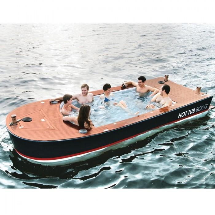風呂付ボートで海を遊ぶ!-The Hot Tub Boat