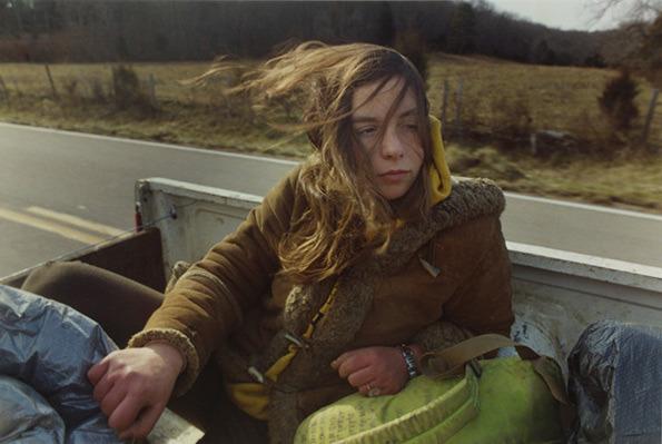 街を捨て、貨物列車に乗る少年少女をポロライドカメラで撮影 by Mike Brodie