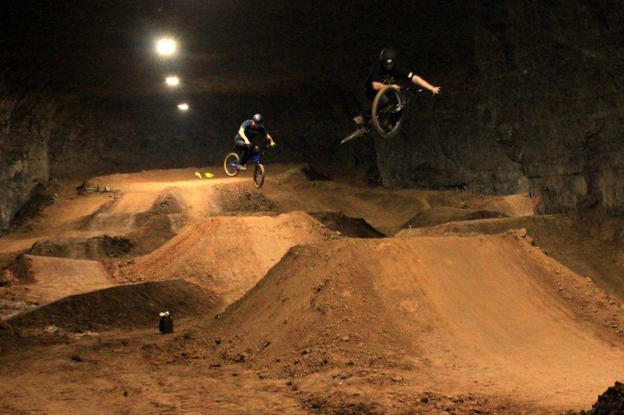 【世界初】鍾乳洞を利用した地下巨大BMXパークが完成。広さは約3万㎡!