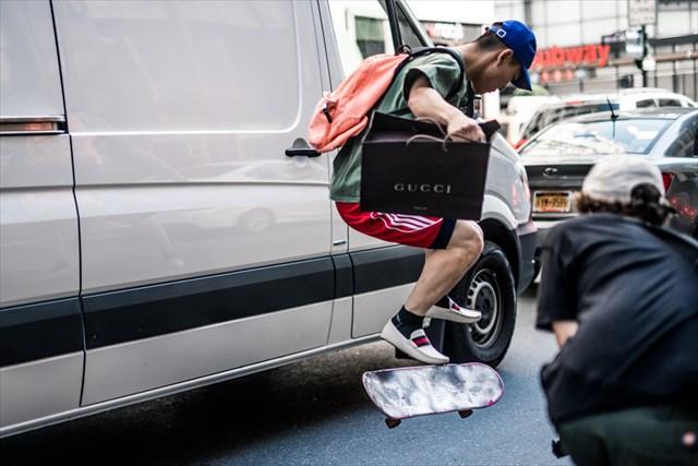 GUCCIのローファーとYeezy 350を履いてレッツスケートボーディング!!