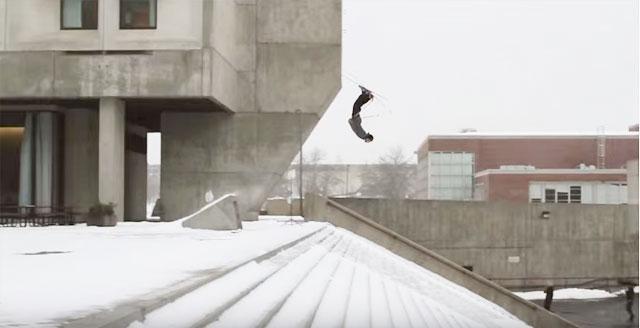 過去最高の積雪を記録したボストンのストリートにプロスキーヤーが集結