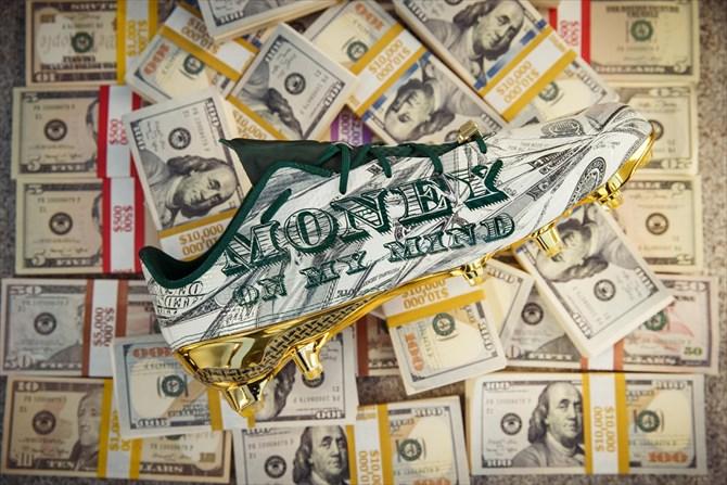 「落ち着けよ、金が全てだ」-アディダスとスヌープドックのコラボスパイク『Money』発表